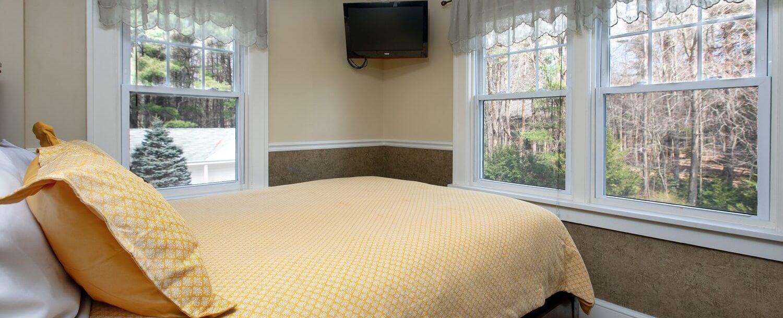 Poconos bedroom and views