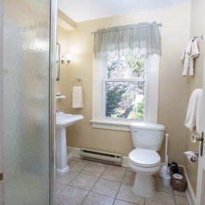 Poconos bathroom
